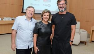 O proprietário da Momentum&Desig, Romano Bettega, a proprietária da Momentum&Design e diretora de marketing da Associação de Decoração Ponto de Apoio, Marinice Bettega, e o arquiteto Leo Romano.