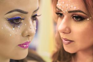 Sereia do baile ou boneca do bloquinho? Com ajuda do Expert Beauty Center unidade Barigui, separamos duas maquiagem incríveis para arrasar no carnaval!