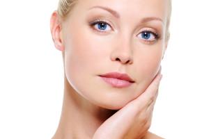 Combater os sinais do tempo na pele é uma das principais razões que levam pacientes ao consultório do dermatologista.