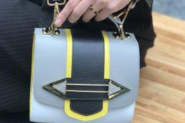 A designer Maria Dolores acaba de lançar sua nova coleção Essential, a primeira que conta com uma linha de bolsas.