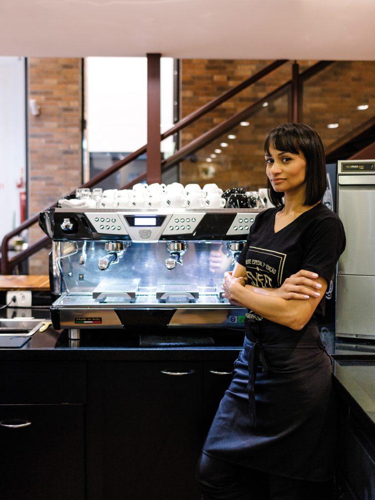 """Ama o método: Chemex e o café turco Ibrik. """"A cafeteira de cobre parece uma jarrinha com alça comprida."""""""