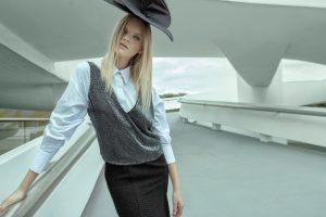 Camisa Renata Campos para Impelle, regata A.Brand, vestido (usado como saia) Bazaar Fashion, choker Silvia Döring e chapéu Leandro Venéra.
