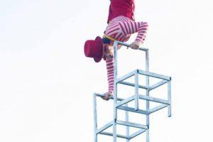 As apresentações de circo tomam conta do Shopping Estação, em Curitiba.