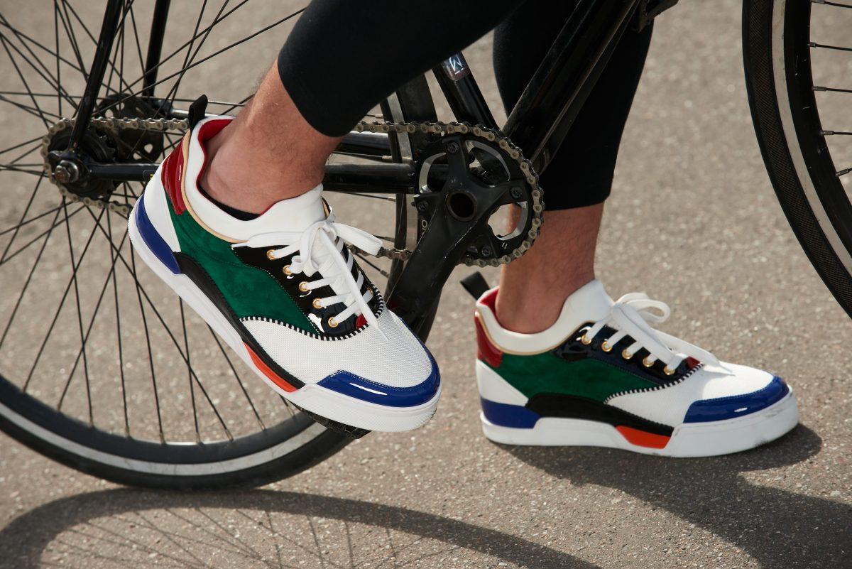 Cada time utilizou uma cor do último lançamento de Louboutin: o sneaker Aurelien | Foto: Divulgação.