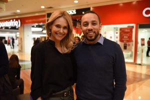 A gerente da Bergerson ParkShoppingBarigüi, Daniella Crispim, e o designer de joias da marca, Ricardo Sousa.