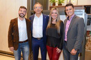 O gerente da Level, Renzo Valadares, o gerente da Fiandre,Aldo Gibelli, a gerente da Kinta Home Decor Karine Lima e o arquiteto Vinícius.