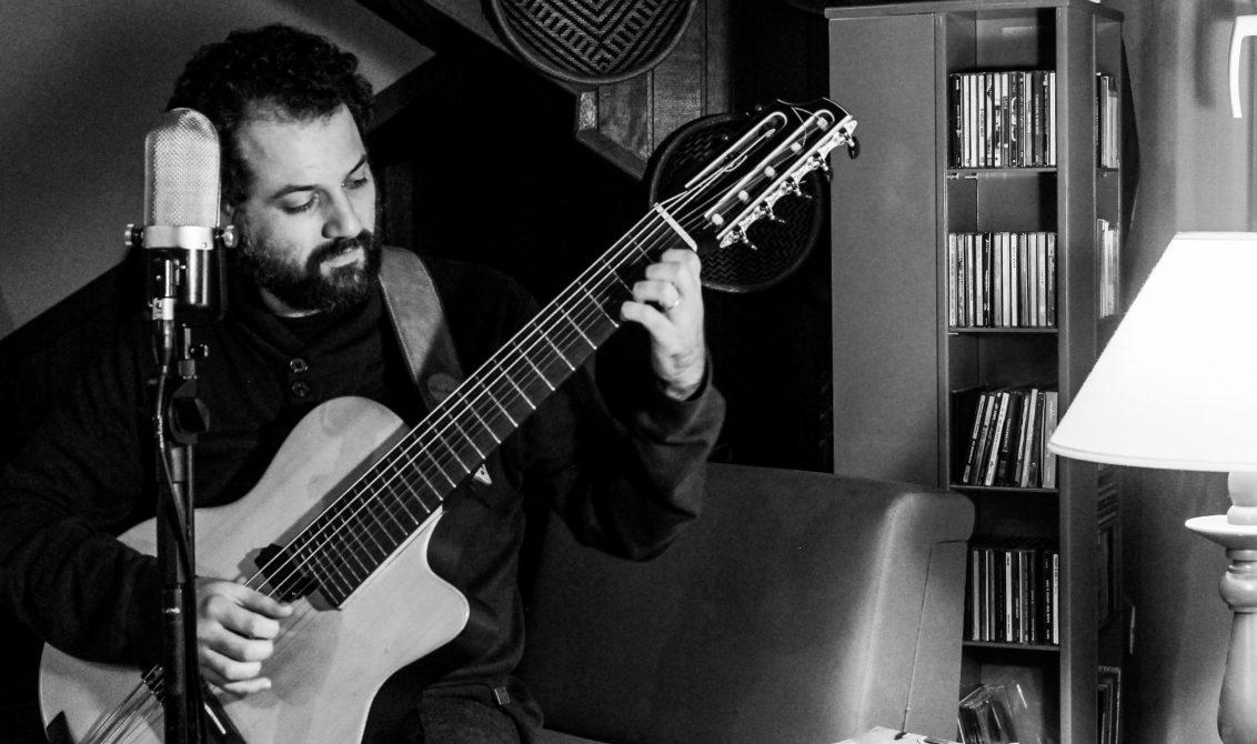 O multi-instrumentista apresenta canções próprias e interpretações de clássicos.