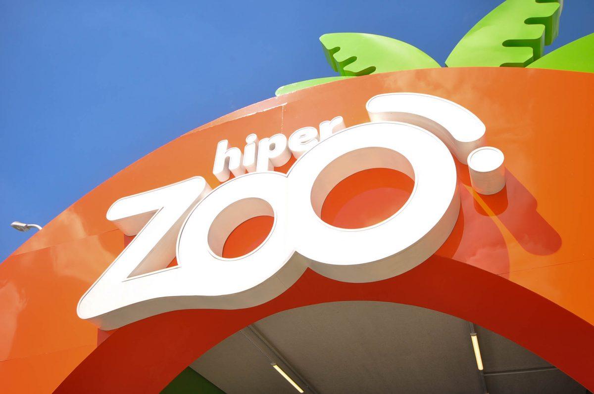 A HiperZoo promove uma festa junina para as crianças com Mini Fazenda.