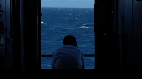 Navios de terra, classificado como híbrido, acompanha a viagem de um ex-minerador brasileiro à China.