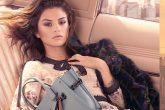 A coleção cápsula de Selena Gomez para Coach conta com bolsas e charms que devem ser lançados em setembro.