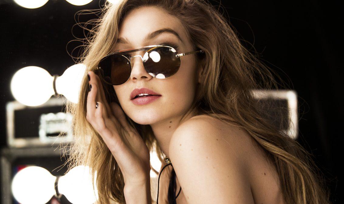 edf6440ade775 A Tommy Hilfiger anunciou a 3ª edição da coleção especial de óculos de sol  feito em parceria com a modelo e embaixadora global da marca, Gigi Hadid.