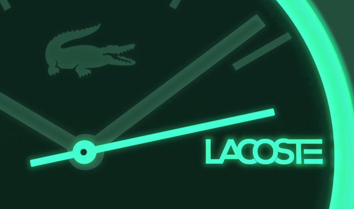 24e4254808fac Os novos relógios Lacoste têm listras e material que brilha no escuro