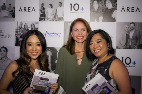 PRÊMIO ÁREA: Arquiteta Karina Kawano, designer de interiores Denise Maruishi e a editora da revista ÁREA, Letícia Wilson
