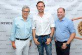 O palestrante Ricardo Botelho, o arquiteto Sandro Percicotti e Clair Milani, sócio-proprietário das lojas Todeschini Juvevê e Batel (Foto: Gerson Lima)