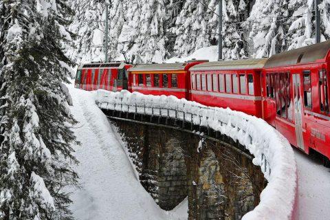 Cidades Suíça de trem, de barco e de ônibus Harold Cunningham Getty