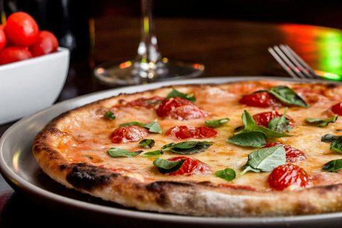 Fábrica da Bodebrown lança espaço com pizzas da Funiculì