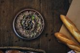 As receitas de homus de Anna Jones são diferentonas, levam feijão preto ou até mesmo ervilha :o