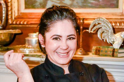 Yasmin Zippin Nasser leva os sabores e as histórias de sua família para as mesas do restaurante Nayme. (Foto: Divulgação)