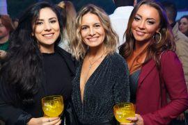 Menina Sunset no Deck da Pedreira Fotos da festa que estreou o espaço Evelyn Endo Bortolozzi, Tangria Pavesi e Juliana Pitella