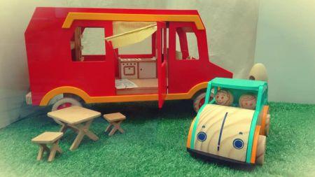 Brinquedos em madeira da Baloon.