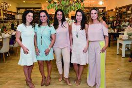 Juliana Cesar, Mariana Paula Souza, Luciana Olesko, Maria Fernanda Lorusso e Samara Barbosa em evento na loja Holy Home Store.