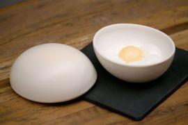 O prato da chef Helena Rizzo surpreende ao imitar a aparência de um ovo