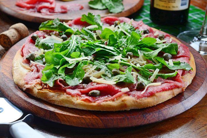 Comer pizza em Maringá
