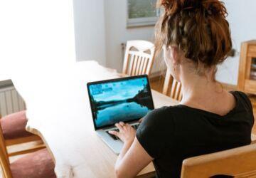 Especialista-alerta-sobre-os-danos-a-saude-a-curto-e-longo-prazos-devido-ao-home-office-improvisado-Credito-Pixabay--360x250.jpg