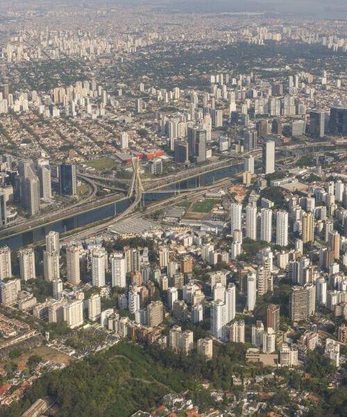 city-4492204_1920-500x600.jpg